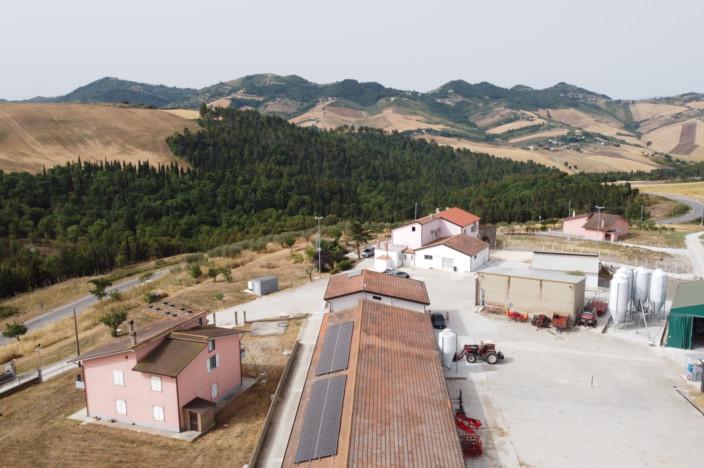 Pannelli fotovoltaici e panorama
